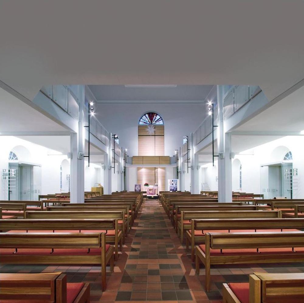 Ludwigskirche Langensteinbach Kirchenbeleuchtung mit der Leuchte mosaico von Viabizzuno