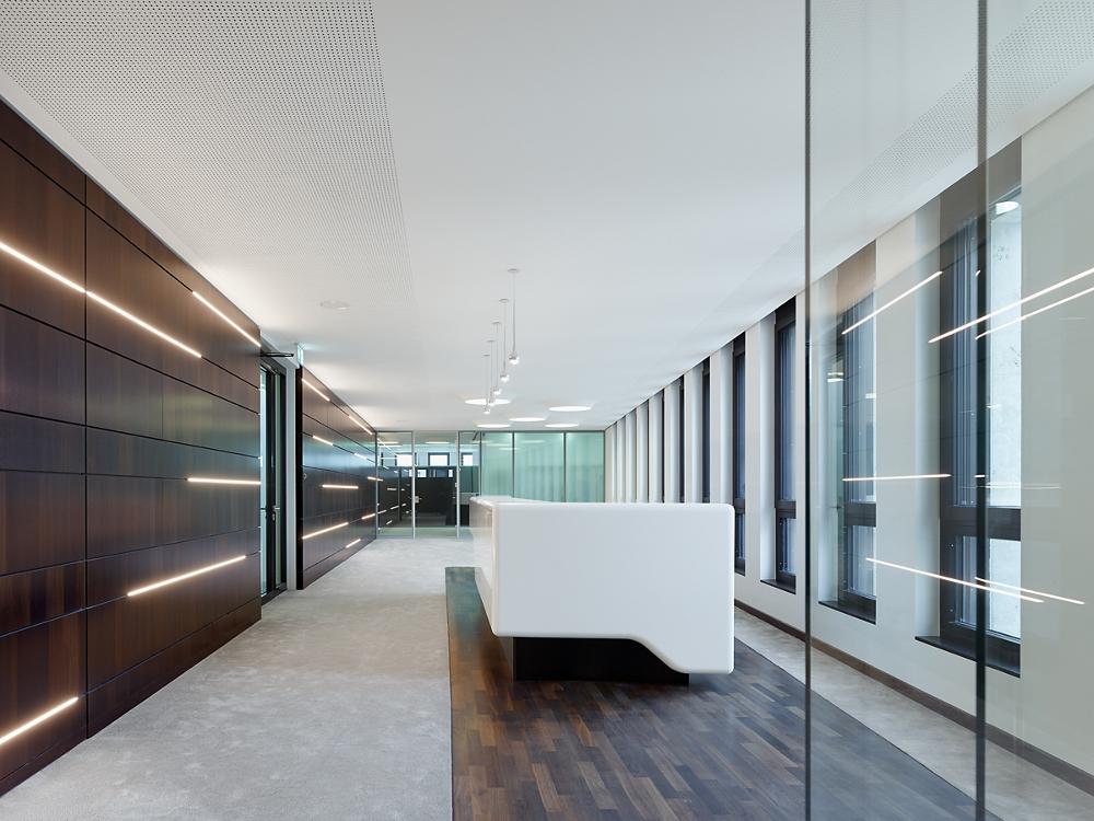 Heilbronner Bankhaus Vorstandsetage mit Beleuchtung von Viabizzuno 13x8 und campana brembana