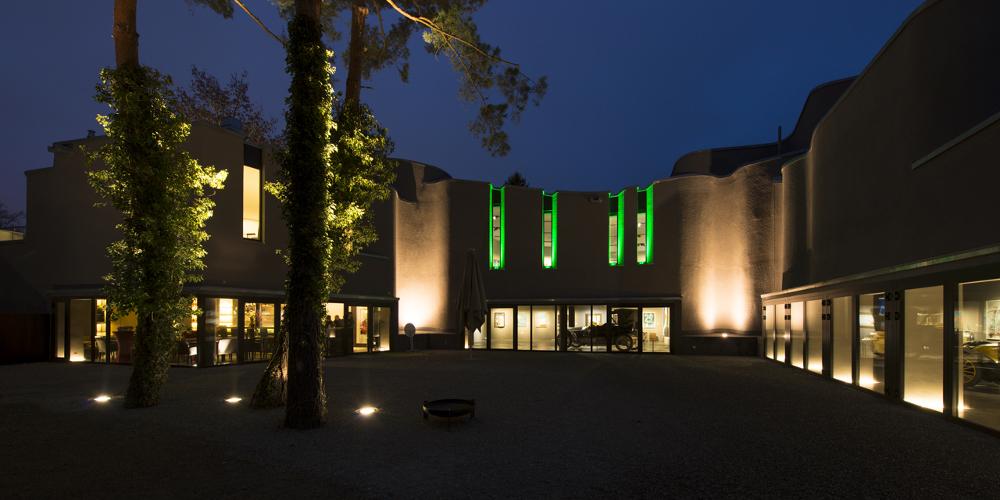 Museum Art & Cars Singen Außenansicht bei Nacht