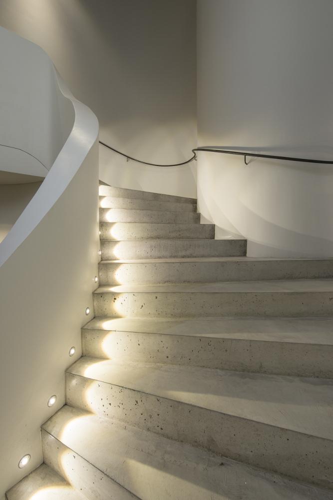 Museum Art & Cars Singen Treppenbeleuchtung mit Einbauleuchten von DGA