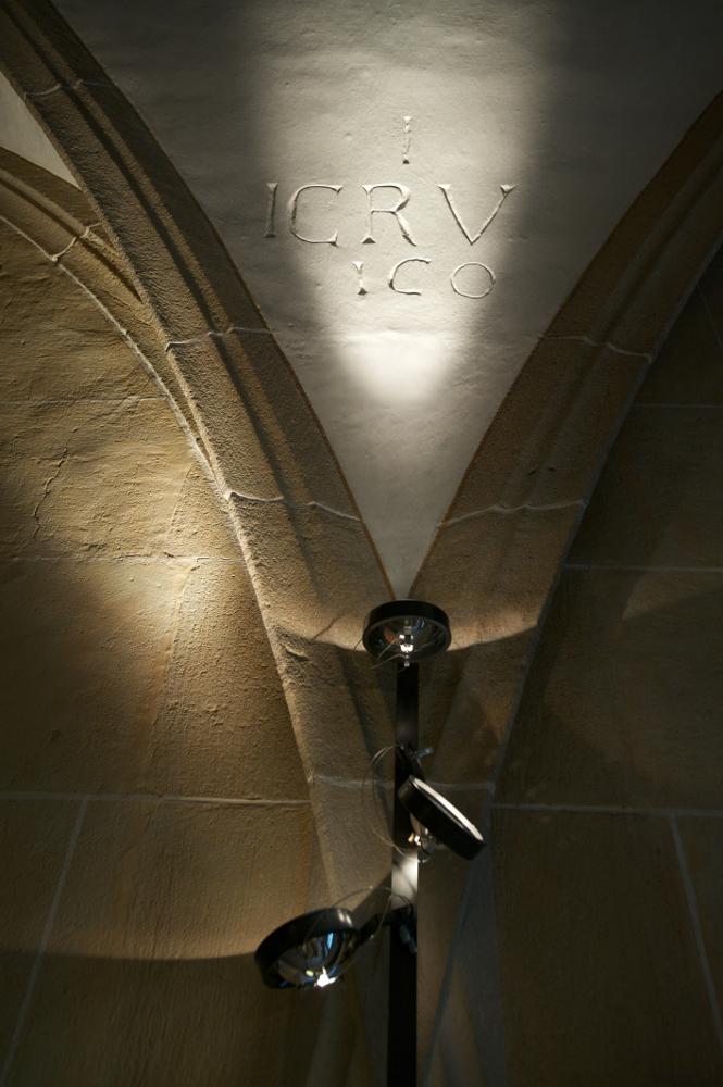 Stift Urach Nahaufnahme Detailbeleuchtung mit Viabizzuno Leuchte mosaico