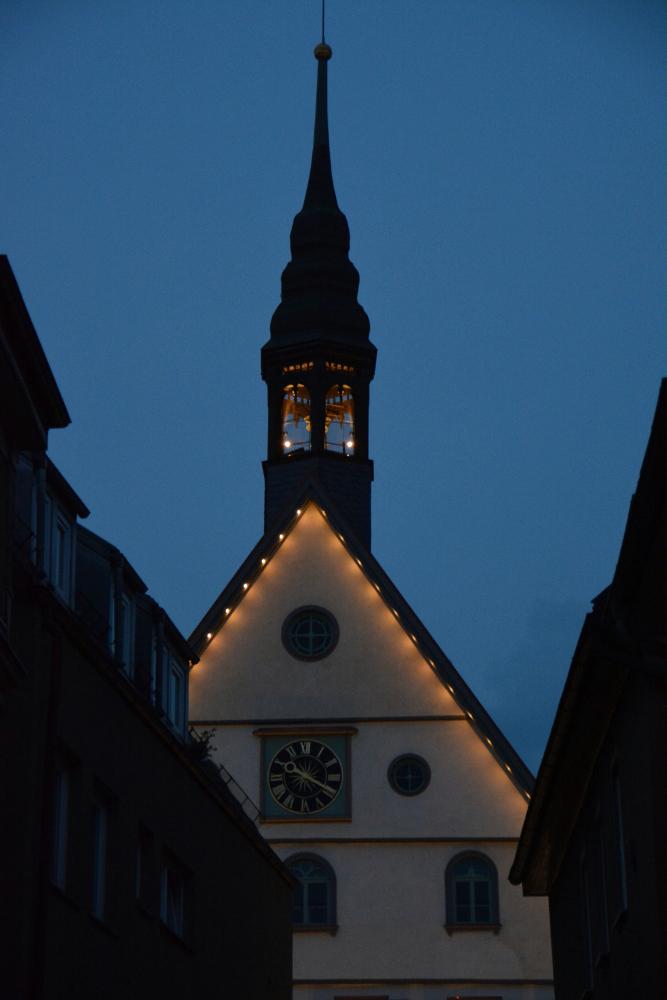 Sanierung Rathaus Bad Cannstatt Außenansicht bei Nacht