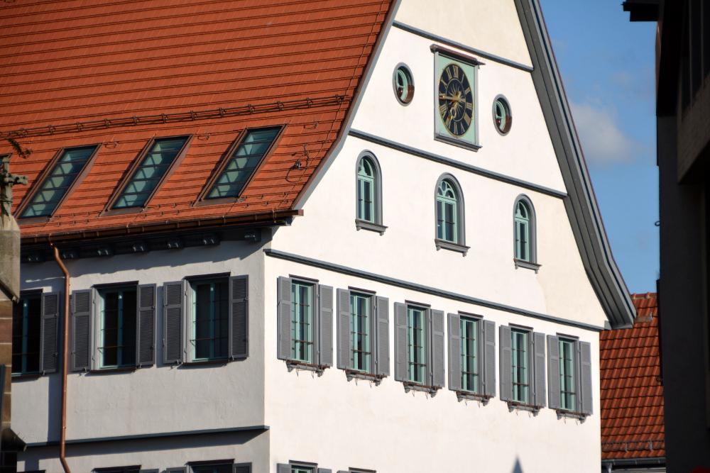 Sanierung Rathaus Bad Cannstatt Außenansicht bei Tag