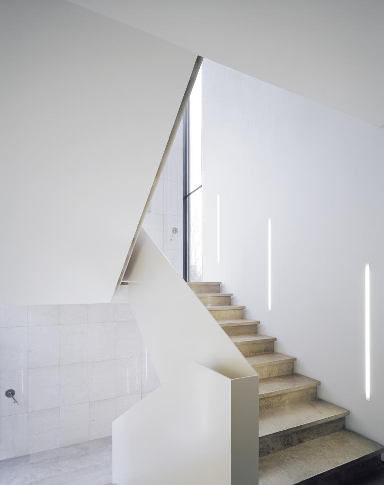 s43 Bürogebäude von wittfoht architekten Stuttgart Beleuchtung Treppenhaus mit c1 Profil von Viabizzuno