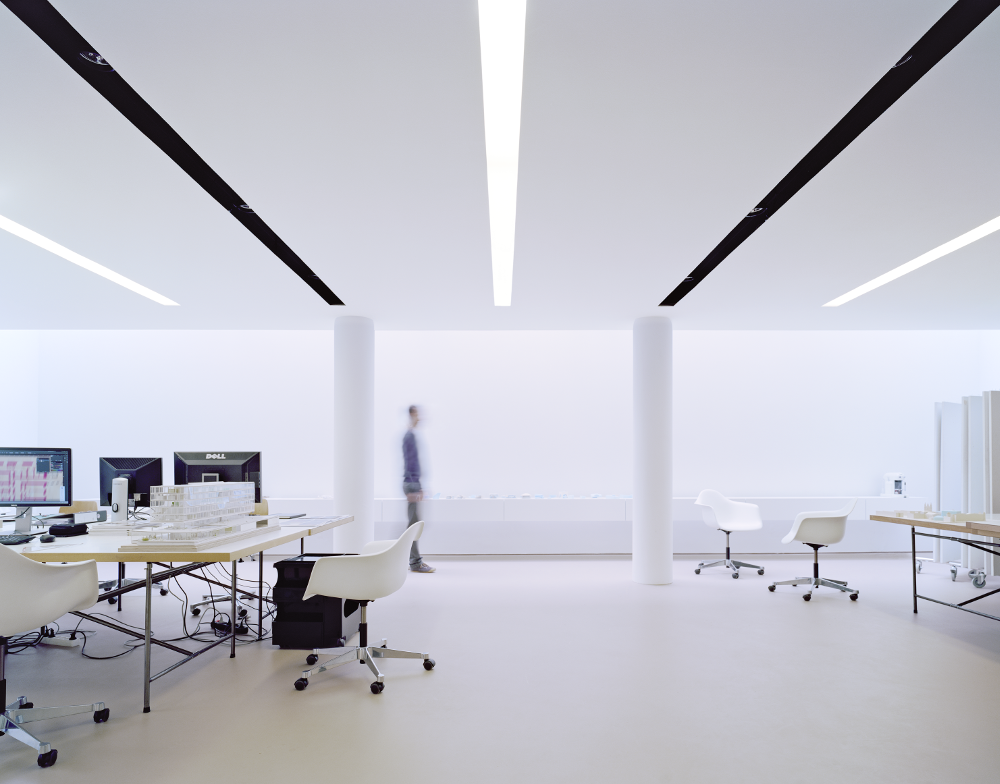 s43 wittfoht architekten Stuttgart Beleuchtung Bürogebäude mit 094 Deckenschlitzen von Viabizzuno