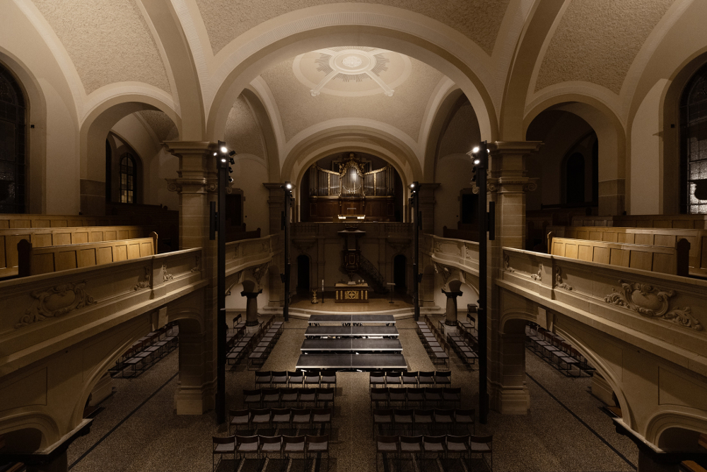 Evangelische Kirche Hockenheim Innenansicht mit Lichtwirkung der neuen Beleuchtung