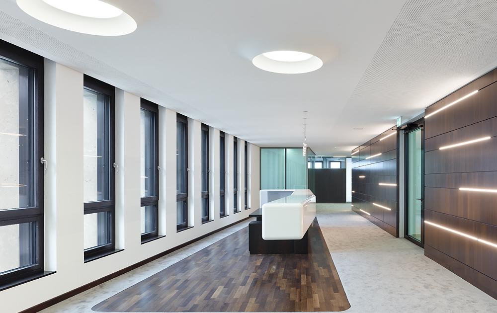 Heilbronner Bankhaus Vorstandsetage mit Viabizzuno Leuchten campana brembana und 13x8